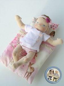 Mały szmaciany niemowlaczek Lalinda